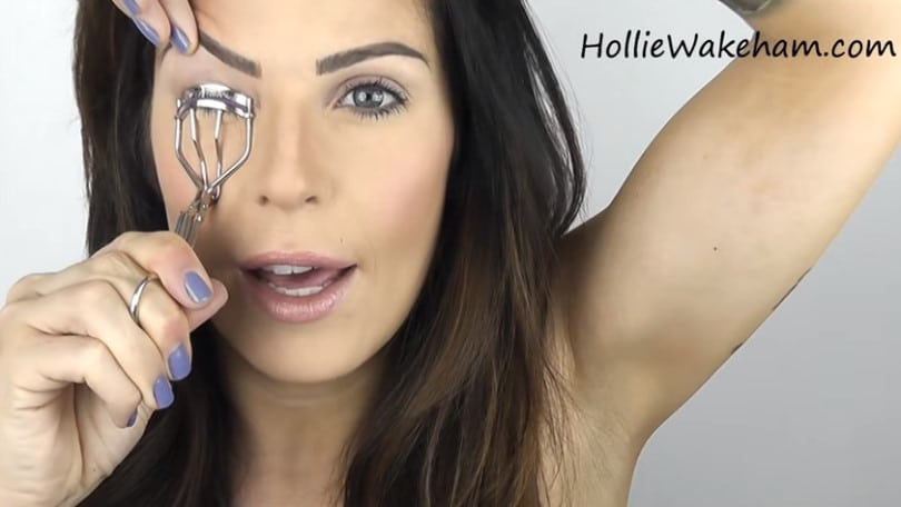 Learn The Trick To Apply False Eyelashes Flawlessly - Step 2