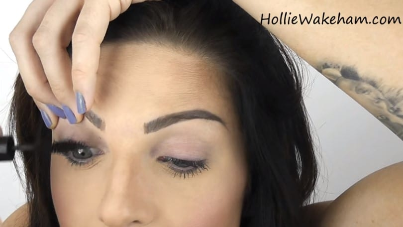 Learn The Trick To Apply False Eyelashes Flawlessly - Step 3