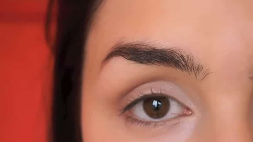 11 Simple Steps For Applying Winged Eyeliner Like A Pro - Step 1