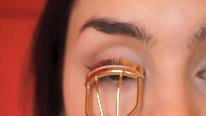11 Simple Steps For Applying Winged Eyeliner Like A Pro - Step 10