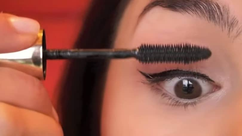 11 Simple Steps For Applying Winged Eyeliner Like A Pro - Step 11