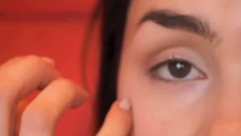 11 Simple Steps For Applying Winged Eyeliner Like A Pro - Step 2