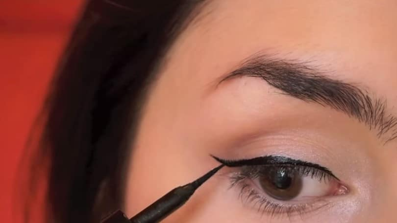 11 Simple Steps For Applying Winged Eyeliner Like A Pro - Step 8