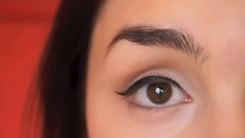 11 Simple Steps For Applying Winged Eyeliner Like A Pro - Step 9