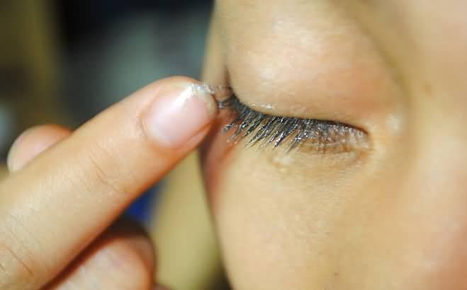 Does vaseline help eyelashes grow? Side Effects, Benefits ...