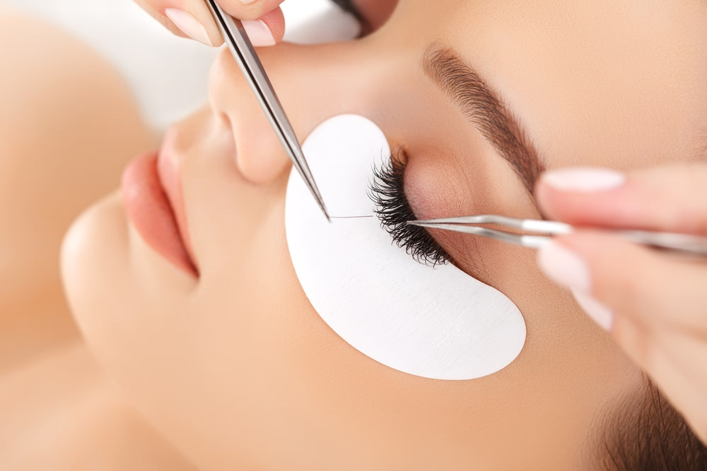 Eyelash Extensions Pros And Cons The Good The Bad And The Ugly